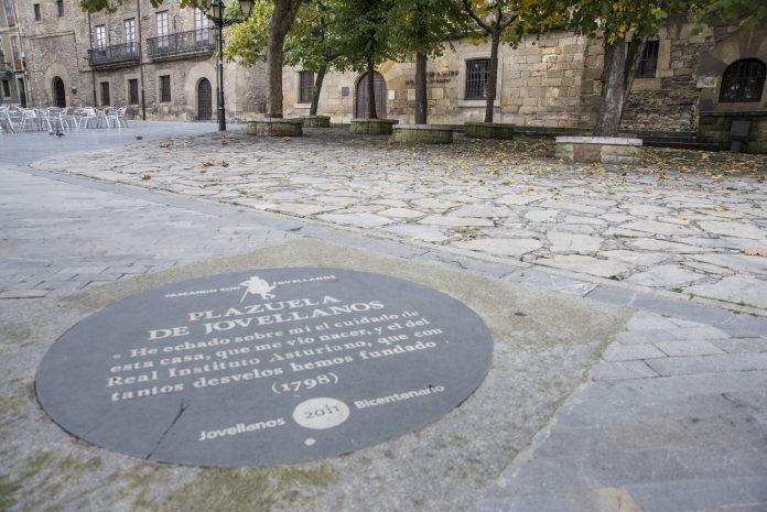 Turismu Xixón entama los sábado de xunu visites guiaes pel Xixón lliterariu.
