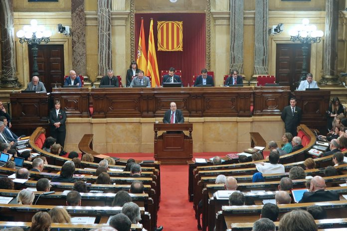 Miquel Iceta intervién nuna sesión del Parlamentu catalán. / Parlament.cat