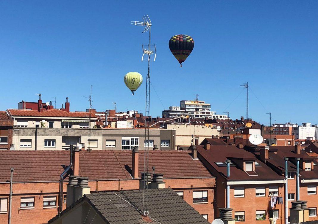 El bon tiempu animó la primer xornada de la II Regata de globos aerostáticos de Xixón. / I. G.