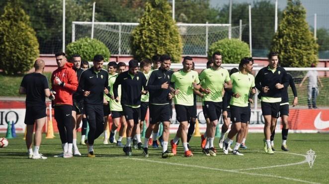 El Sporting va entrenar otra vuelta mañana. / Real Sporting