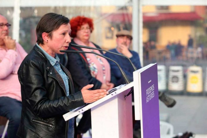 Yolanda Huergo, nel mitín del sábadu na plaza'l Marqués. / Podemos