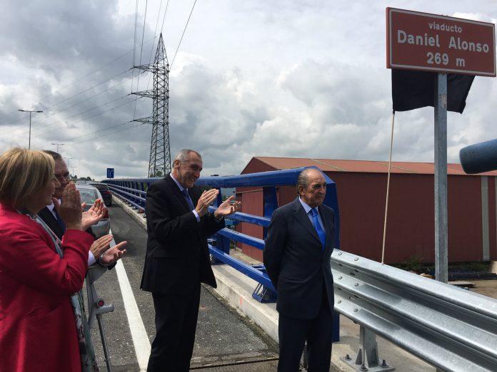 La pasarela d'accesu al PEPA va llevar el nome de Daniel Alonso.