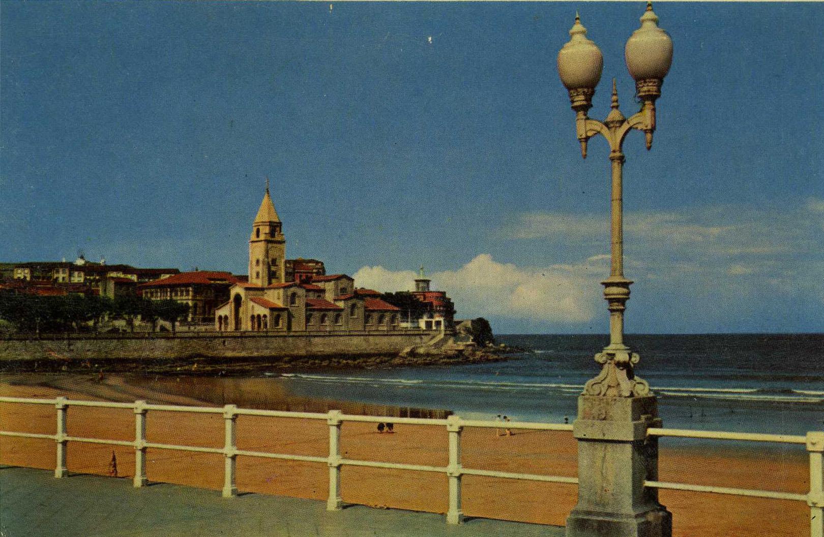 Postal de la colección del Muséu del Pueblu d'Asturies que formen parte de la esposición.
