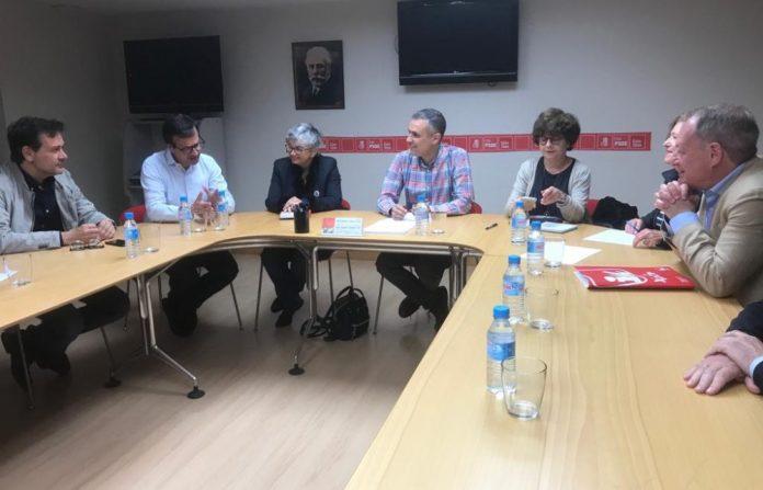 PSOE ya IX van alcordar un programa de gobiernu conxuntu a partir del sábadu. / PSOE