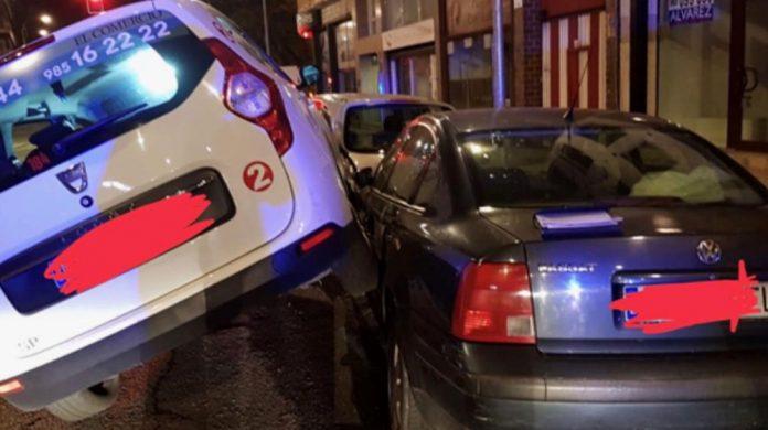 Empotra un taxi que conducía drogáu y ensin llicencia