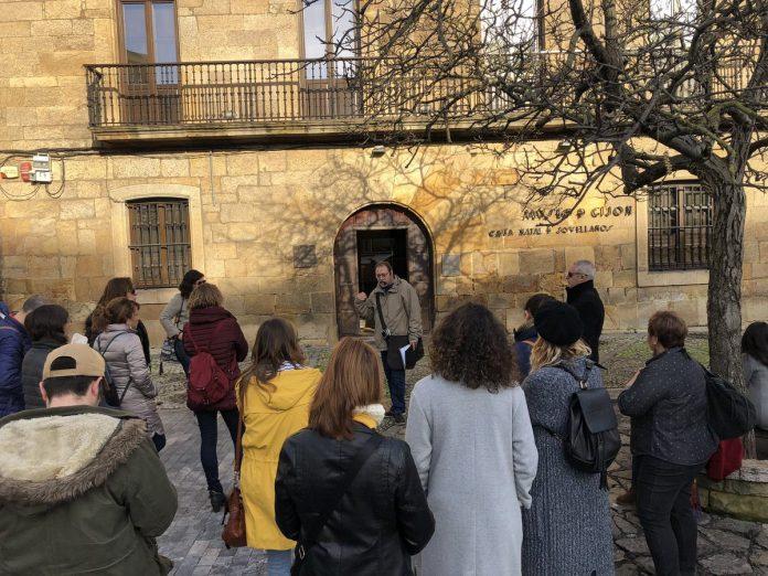 Tornen les visites guiaes n'asturianu col ciclu XixónTours