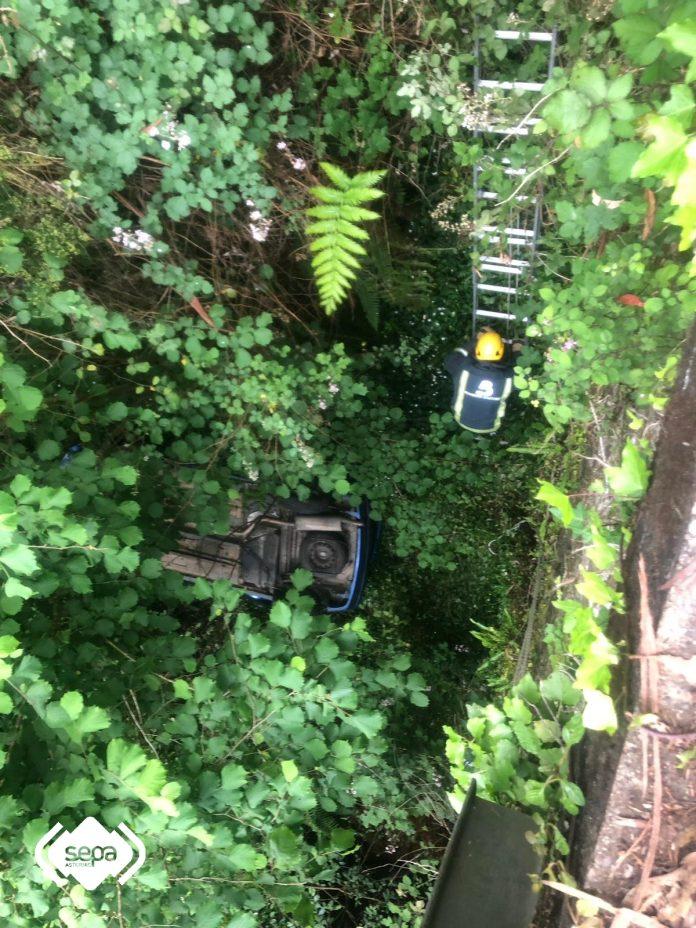 Un mancáu grave nun accidente de tráficu en Cadavéu