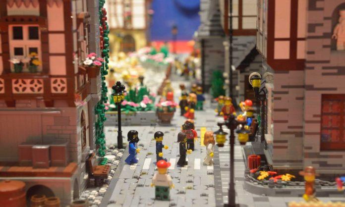 L'estelante mundu de LEGO llega a Xixón