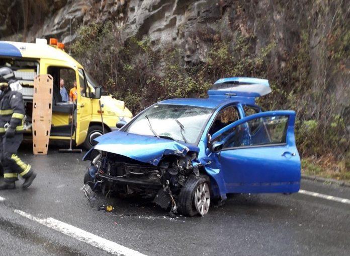 Un mancáu nun accidente de tráficu en Tinéu