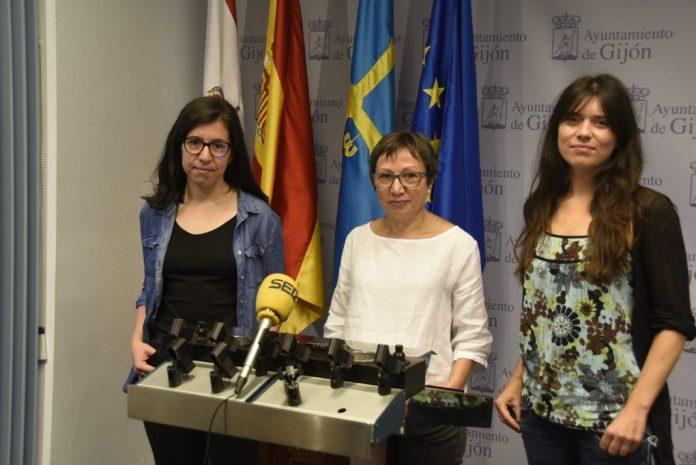 Alba González, Yolanda Huergo y Laura Tuero, conceyales de Podemos-Equo en Xixón
